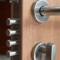 Oferta en cerraduras para puertas de madera
